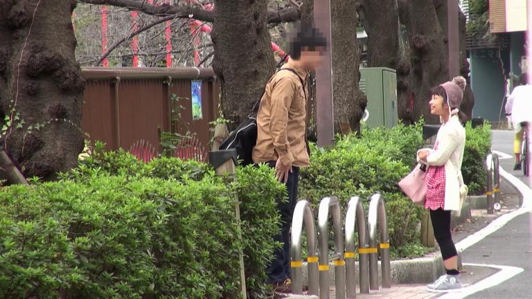 川島くるみ 街で良く見る違和感カップル。写真だけのコスプレ撮影。135cm.mkv_000228227
